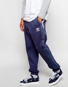 Зауженные спортивные штаны со вставками adidas Originals - Темно-синий