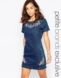Цельнокройное джинсовое платье с вышивкой Glamorous Petite - Синий