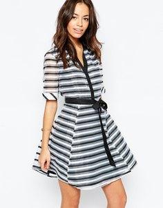 Приталенное платье-рубашка в полоску Yumi