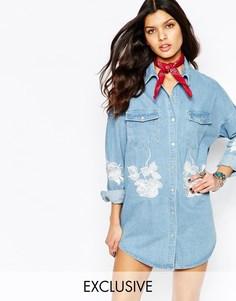 Джинсовое платье-рубашка с цветочной вышивкой Liquor & Poker - Синий