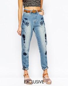 Джинсы в винтажном стиле с вышивкой Liquor & Poker - Синий