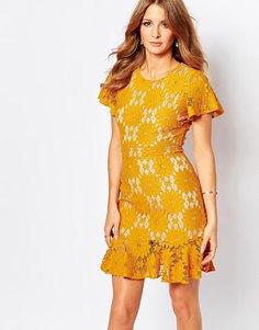 Платье горчичного цвета с кружевной отделкой Millie Mackintosh - B00839 горчичный