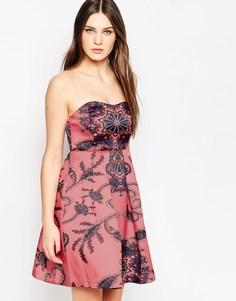 Платье мини без бретелек с узором пейсли Studio 75 - Со сплошным принтом