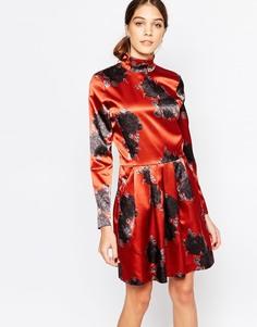 Атласное платье с цветочным принтом и высокой горловиной Ganni - Красно-бурый 942