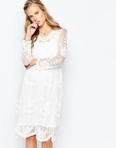 Кружевное платье миди в стиле барокко с комбинацией Navy London - Белый