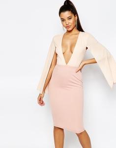 Платье миди с V-образным вырезом и рукавами кейп Rare London