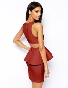 Платье-футляр с баской и вырезом на спине ASOS - Темно-бордовый