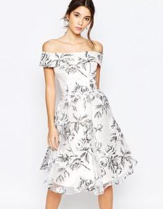 Платье миди из органзы с открытым плечами Chi Chi London