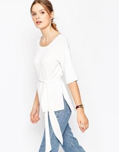 Структурированная трикотажная футболка с поясом ASOS - Белый