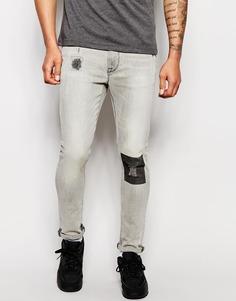 Супероблегающие джинсы с принтом в области колена ASOS - Светло-серый