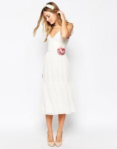 Платье миди на бретельках с цветком ASOS WEDDING - Белый