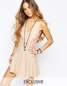 Платье с кружевной вставкой спереди Reclaimed Vintage - Телесный