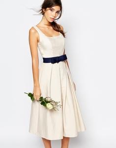 Платье миди для выпускного со складками Chi Chi London - Pastel parchment