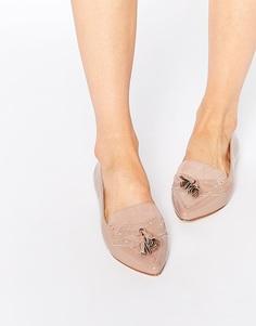 Остроносые туфли телесного цвета на плоской подошве Faith Aaliyah - Телесный