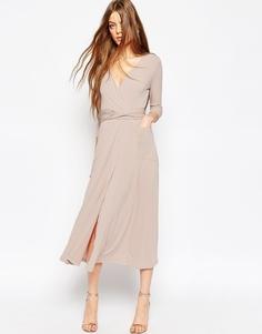 Платье макси из крепа с запахом ASOS - Телесный