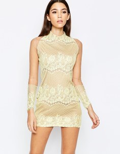 Кружевное платье с высоким воротом True Decadence Premium - Желтый