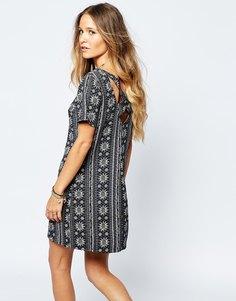 Платье мини с перекрестными бретелями на спине и принтом Hollister - Серая полоска