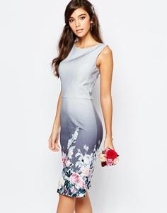 Атласное платье-футляр с цветочным принтом Chi Chi London - Серый с цветочным принтом