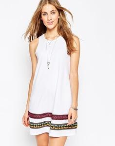 Свободное платье с вышивкой ASOS - Белый