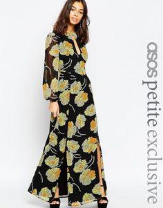 Платье макси с цветочным принтом и вырезом капелькой ASOS PETITE - Мульти