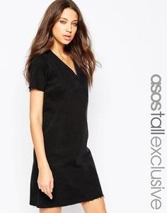 Джинсовое платье с V‑образным вырезом и необработанным низом ASOS TALL - Выбеленный черный