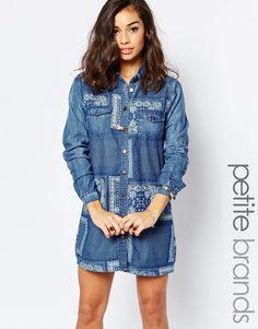 Джинсовое платье-рубашка с принтом пэчворк Glamorous Petite - Синий