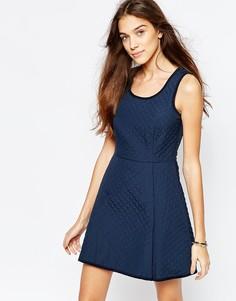 Стеганое приталенное платье с овальным вырезом Jack Wills - Темно-синий