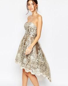 Платье-бандо из кружева цвета металлик Chi Chi London Premium - Арахисово-коричневый