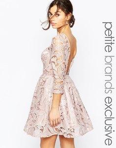 Платье для выпускного с пайетками и вырезом на спине Chi Chi London Petite - Mink
