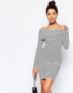 Облегающее платье в полоску с открытыми плечами ASOS - Черно-белый