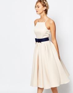Платье миди с пышной юбкой и высокой горловиной Chi Chi London - Pastel parchment