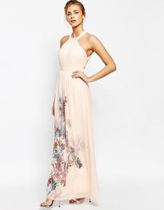 Платье макси с высокой горловиной и открытой спинкой Little Mistress - Нюдовый с цветочным принтом