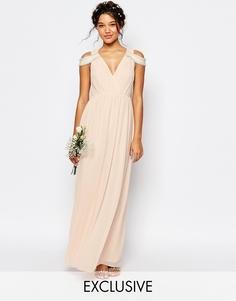 Платье макси с открытыми плечами и запахом TFNC WEDDING - Телесный