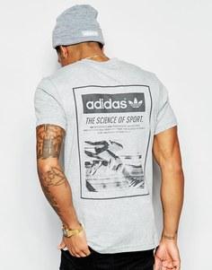 Футболка с принтом сзади adidas Originals AJ7162 - Серый