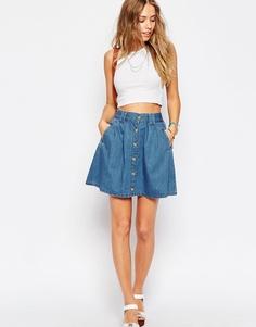 Синяя джинсовая расклешенная мини-юбка на пуговицах ASOS - Выбеленный голубой