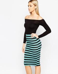 Платье миди с открытыми плечами и юбкой в полоску Club L