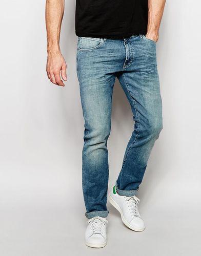 Суженные книзу джинсы слим зеленого цвета Wrangler Larston - Green bay