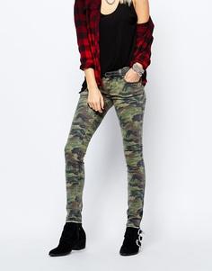 Облегающие джинсы с камуфляжным принтом Tripp NYC - Зеленый