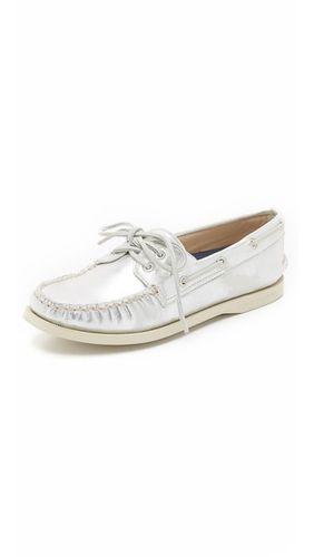 Металлизированные лодочные туфли A/O с двумя люверсами