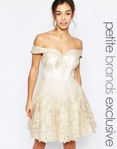 Кружевное платье для выпускного с открытыми плечами Chi Chi London Petite - Кремовый