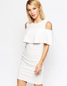 Платье мини с открытыми плечами и оборками Club L - Кремовый