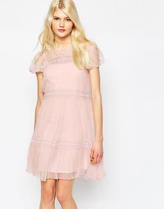Шифоновое платье с кружевом Needle & Thread - Ballet pink