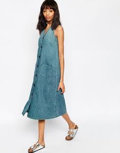 Джинсовое платье миди без рукавов ASOS - Синий выбеленный