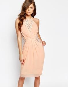Платье миди с запахом спереди и кружевной отделкой TFNC - Телесный