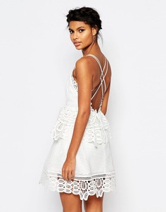 Белое платье с кружевной отделкой и бретельками на спинке Self Portrait - Белый