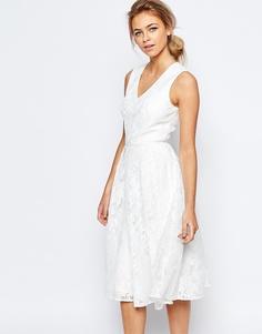 Кружевное платье с глубоким V-образным вырезом Ted Baker - Кремовый