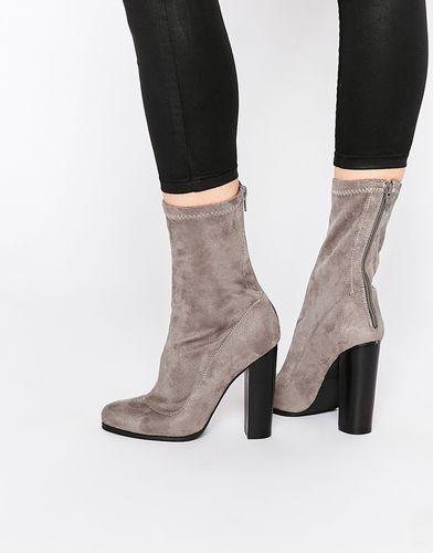 Серые полусапожки на каблуке Public Desire Kat - Серый
