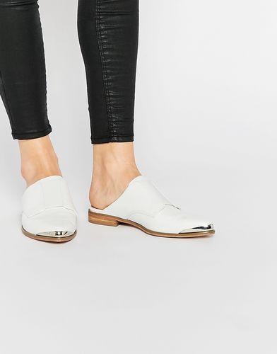 Остроносые туфли на плоской подошве ASOS MAKE IT HAPPEN - Белый