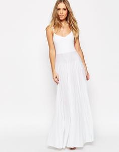 Платье макси на бретельках с плиссированной юбкой ASOS - Белый