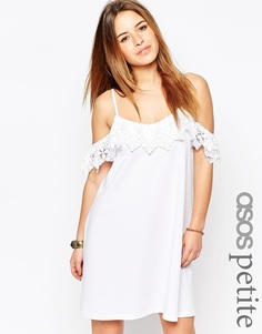 Платье с открытыми плечами и кружевной отделкой ASOS PETITE - Белый
